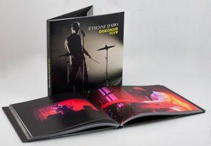 livre du recueil photographique d'Anaïs Callens sur le Diskonoir tour d'Etienne Daho