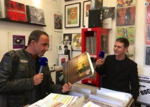 Etienne Daho et Nikos Aliagas chez le disquaire Record Station à Paris - photo 2017